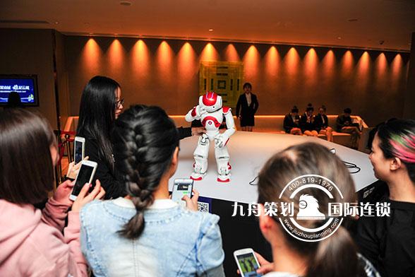 微软创新峰会及全国DEMO DAY启动大会机器人互动