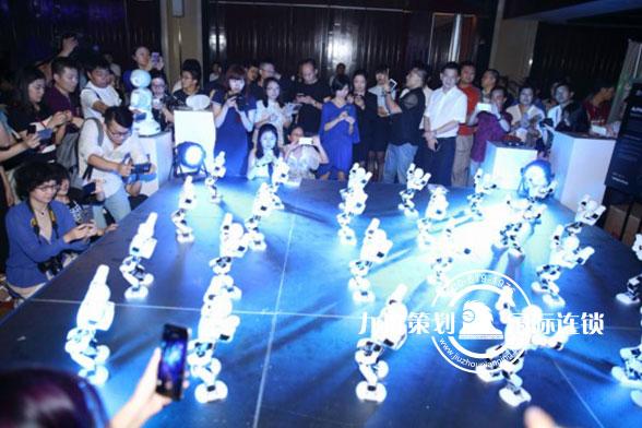 洪泰智造基金全球首发机器人暖场