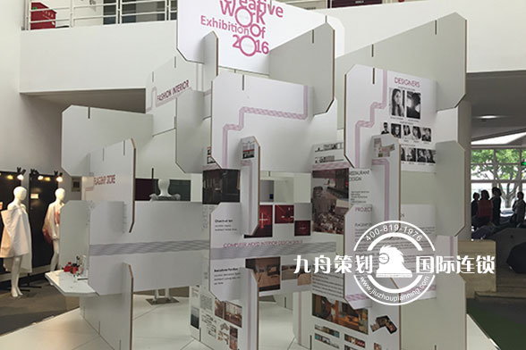 东华大学时装周展示区